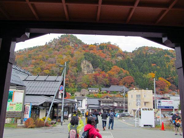 駅から見た山寺
