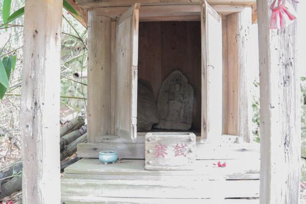 十妙院の横にある小さな祠